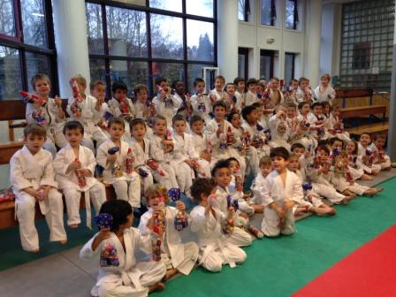 60 baby judo fêtent Nôel