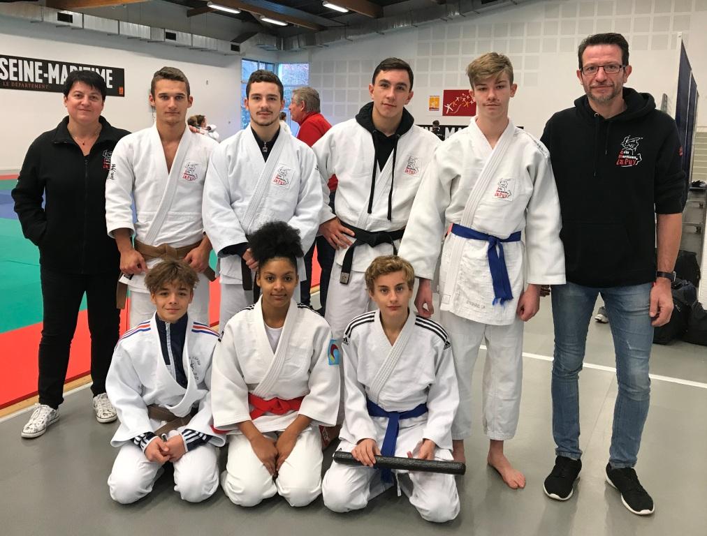 Le plein de médailles en Jujitsu